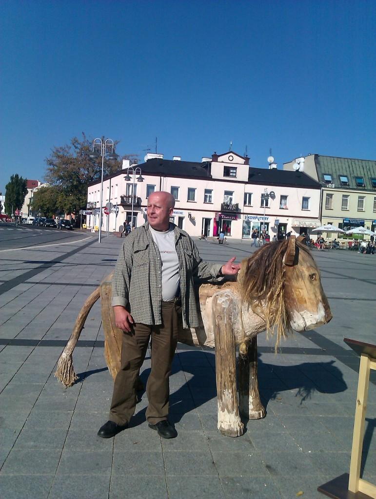 Ja z koniem Wilkonia. Paseczno 30.09.11 Rzeźby Wilkonia 019